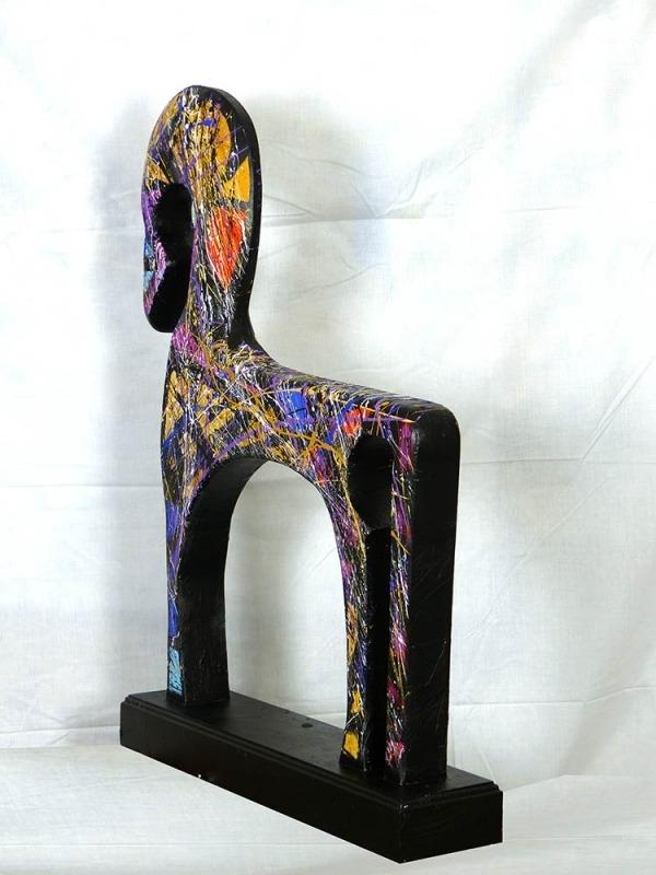 Sculpture en bois décorée par Jean-Jacques Marie